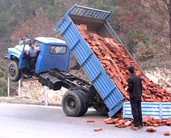 2-dumped-truck250x202